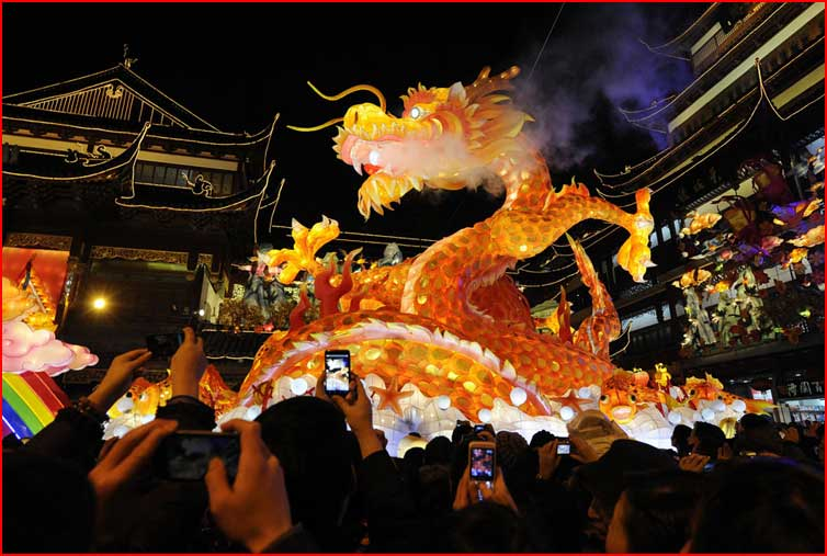 the grandest and noisiest festival in the chinese calendar It is loved by both young and old and is the noisiest and most joyful festival chinese new year follows the lunar calendar and so chinese couplets.