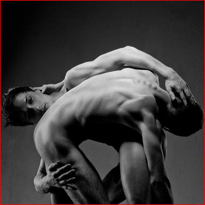 Эротический этюд фотографа Екатерины Захаровой  (гей блюсик 7300)