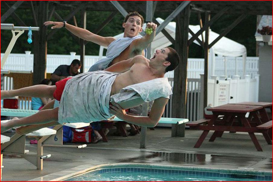 Зависая над бассейном  (гей блюсик 8267)