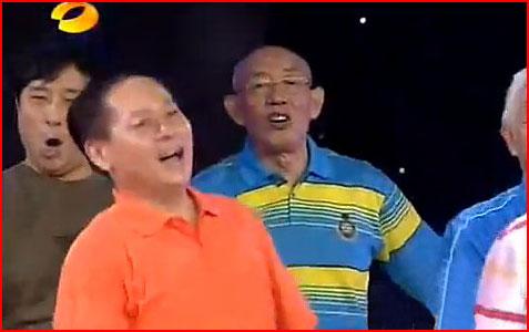 Песня Леди Гаги в исполнении хора китайских пенсионеров (видео)