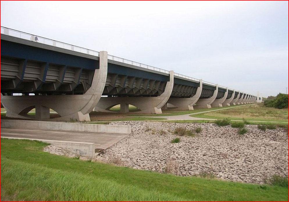Три самых впечатляющих водных моста в мире  (гей блюсик 8935)