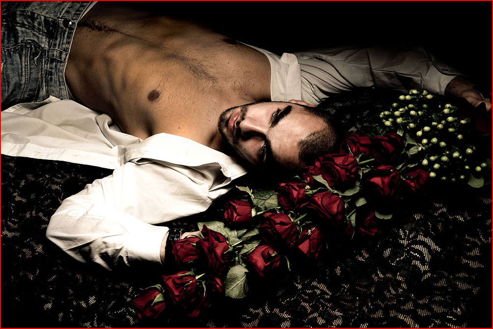 Парень и розы  (гей блюсик 9113)