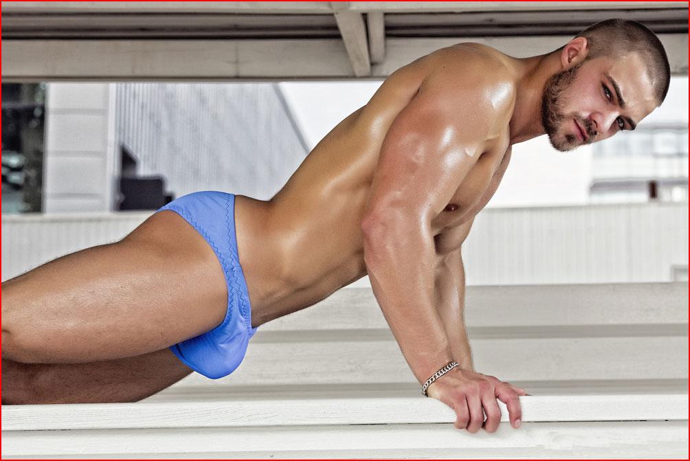 Спортивный парень  (гей блюсик 9986)