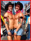 Парни с прайда  (гей фото, блюсик 16527)