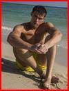 Скучающий на пляже  (гей фото, блюсик 17674)