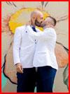 Поцелуй под граффити  (гей фото, блюсик 18000)