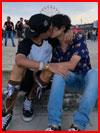 А мы тут целуемся  (гей фото, блюсик 18037)