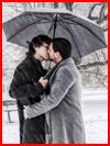 Двое под зонтом  (гей фото, блюсик 18728)