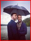 Двое под зонтом  (гей фото, блюсик 18900)
