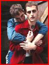 Двое в обнимку  (гей фото, блюсик 19168)