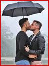 Двое под зонтом  (гей фото, блюсик 20415)