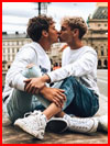 Двое на мостовой  (гей фото, блюсик 21323)