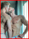 Мы тут целуемся  (гей фото, блюсик 21341)